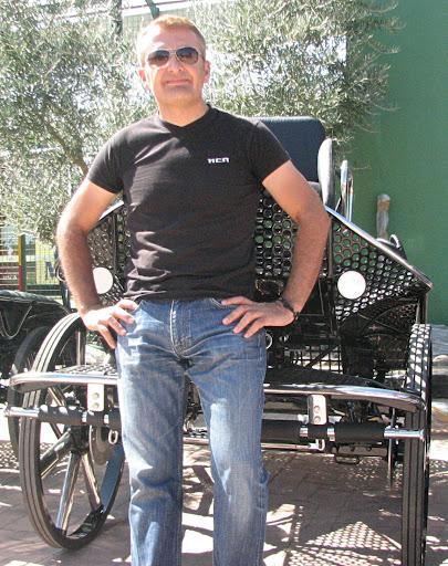 Javier Sanchez de Boadilla con su Leica para tronco